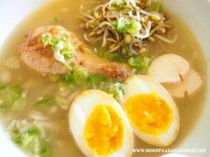 丸鷄とクズ野菜から作る極上白湯スープ